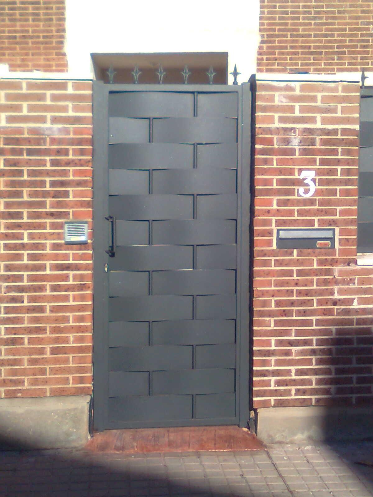 Manferrum carpinteria metalica puertas correderas y for Puertas correderas de forja