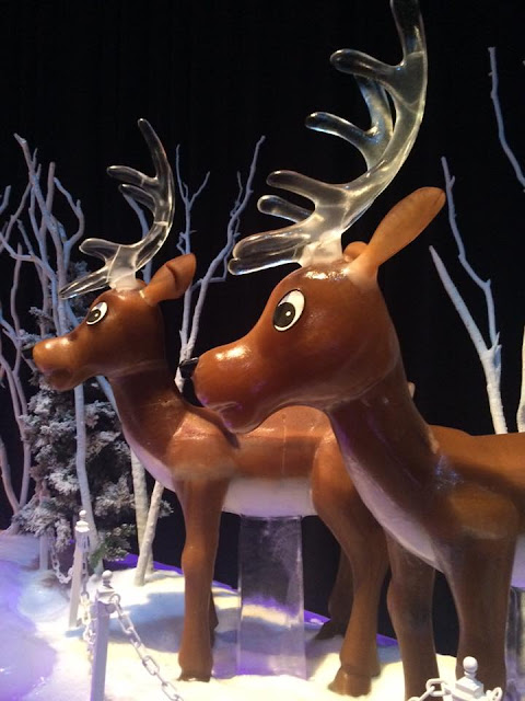 gaylord national ice reindeer