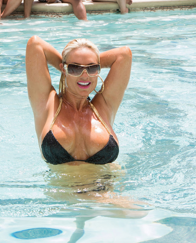 Nicole Coco Austin strikes a pose to show off her curves