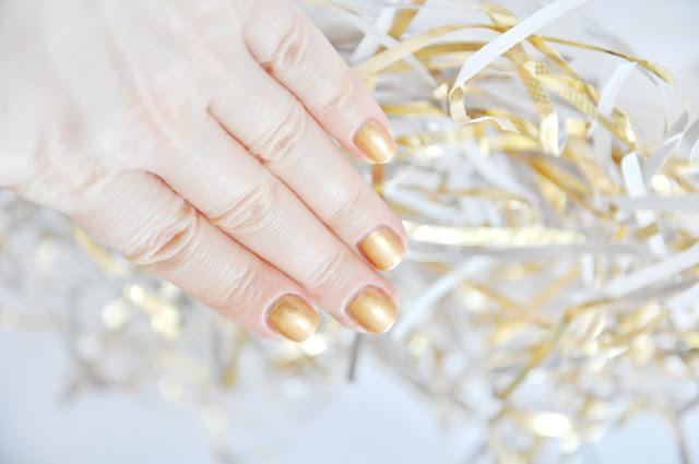 Skinfood Nail Vita - золотой лак