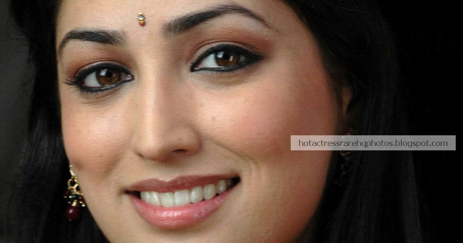 hot indian actress rare hq photos actress yami gautam unseen beautiful photos in silk saree