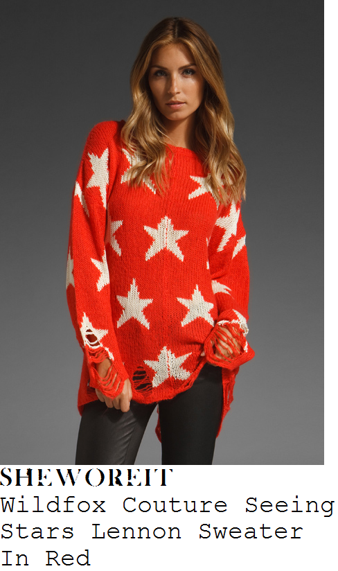 taylor-swift-red-and-white-star-print-oversized-baggy-distressed-knit-sweater