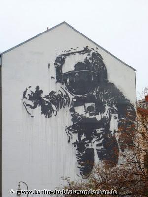 Berlin, graffiti, streetart, art, gebäude, victor ash
