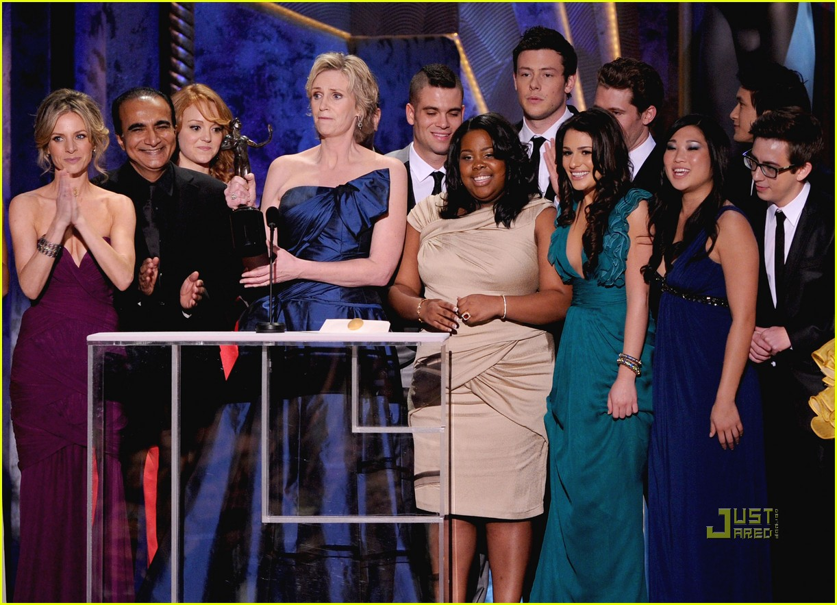 http://4.bp.blogspot.com/-dGAO1VWDkEA/TaHpd2ZNL5I/AAAAAAAABAs/C5fLJchWeas/s1600/glee-cast-2010-sag-awards-05.jpg