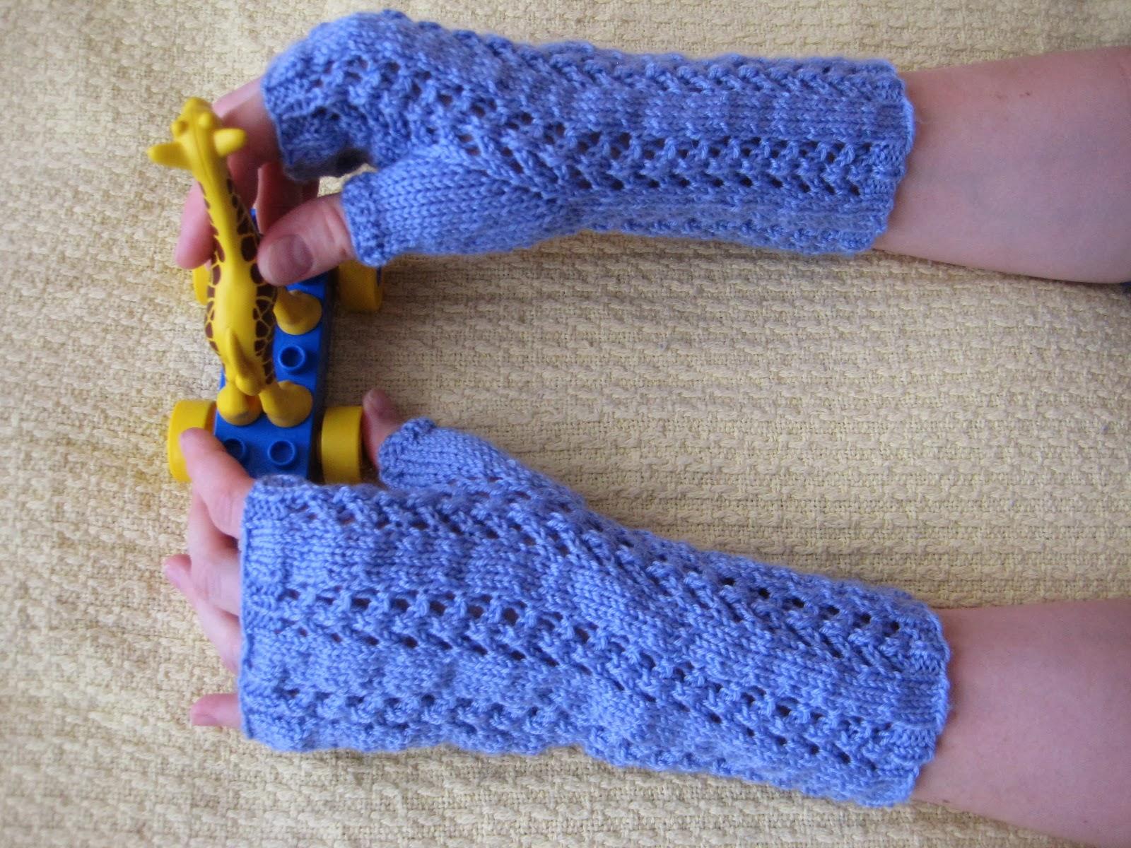 Balls to the Walls Knits: Little Arrowhead Fingerless Gloves
