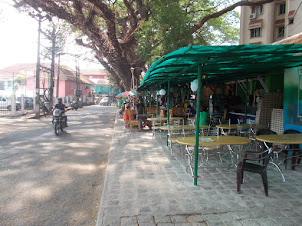 Tourist pavement restaurants in Fort Kochi