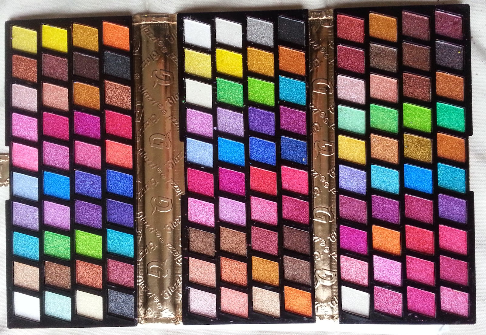 http://www.vitrine-beaute.com/maquillage-yeux/1379-fard-%C3%A0-paupi%C3%A8re-120-couleurs.html