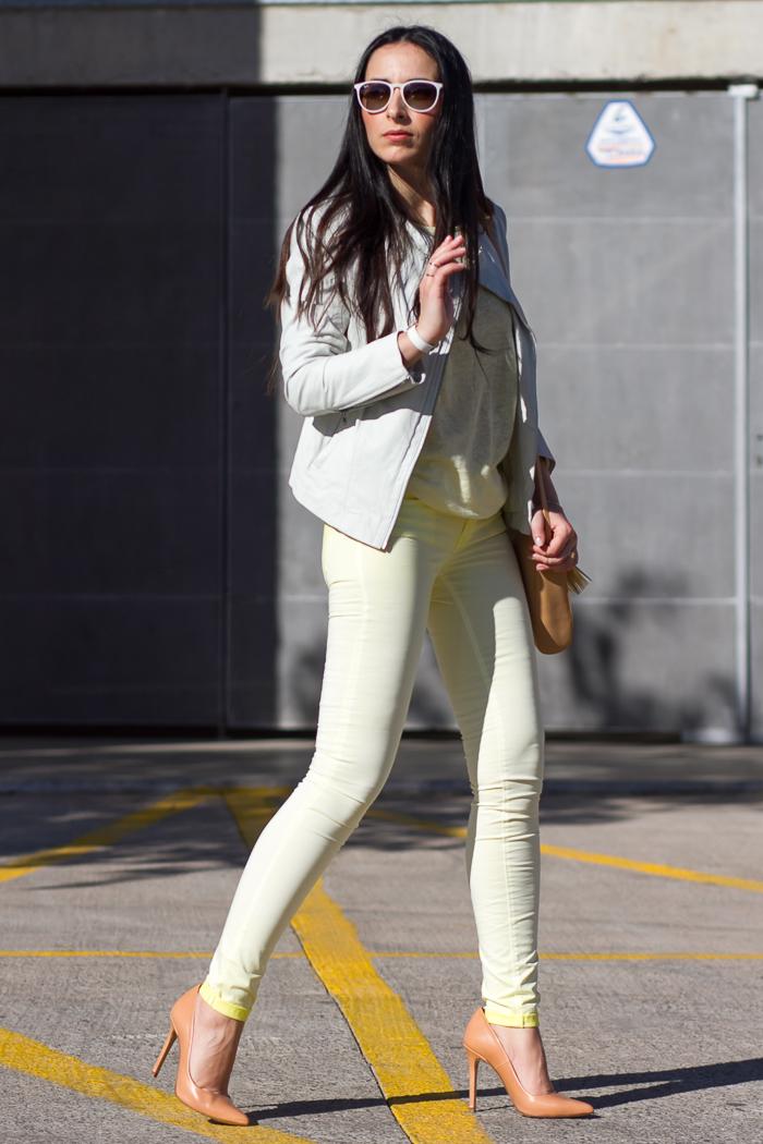 Streetstyle Primavera 2014 prendas en color amarillo y blanco
