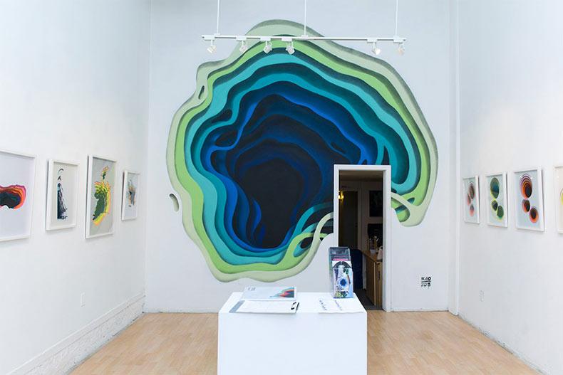 Artista expone ocultos portales de colores en las paredes y edificios