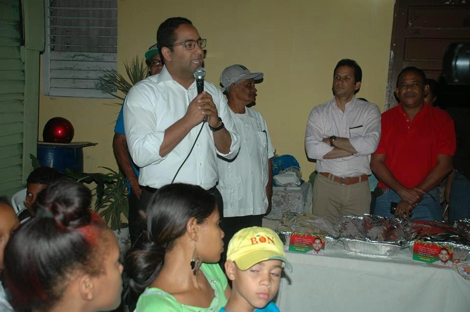 Fundación Temístocles Metz comparte cena de fin de año con personas pobres de San Cristóbal