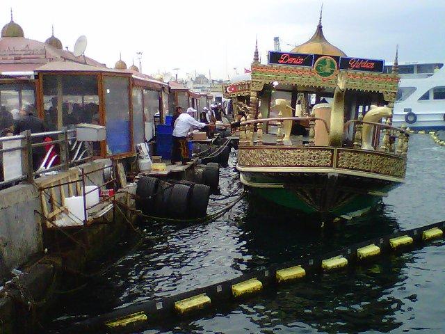 Saya Turis ... :): Sekitaran Spice Bazaar & Galata bridge