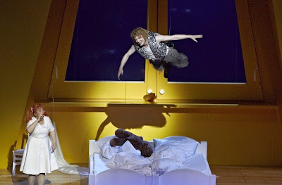 Peter Pan in Stuttgart - Yuko Kakuta (Wendy), Iestyn Morris (Peter Pan) - credit A T Schaefer