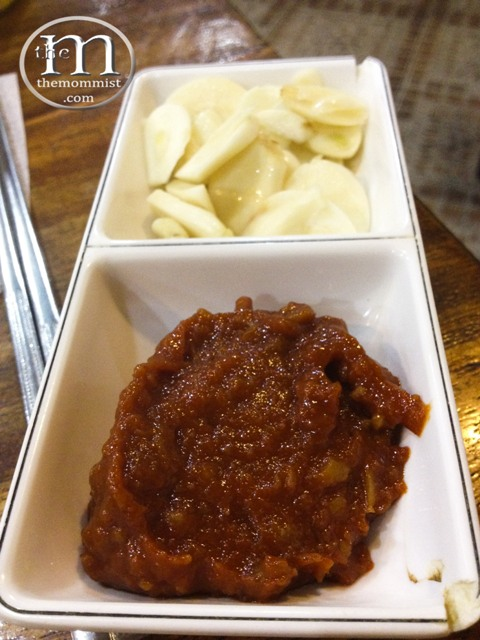 Slivers of fresh garlic and Gochujang
