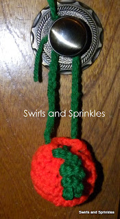 Swirls and Sprinkles: free crochet mini treat bag pattern for Halloween.