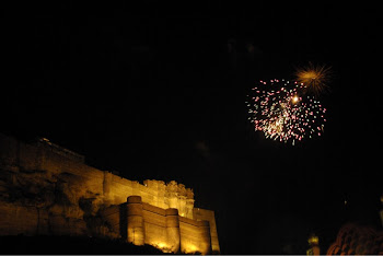 INDIA 2011: Jodhpur, fireworks explode in the sky beside the Mehrangarh fortress