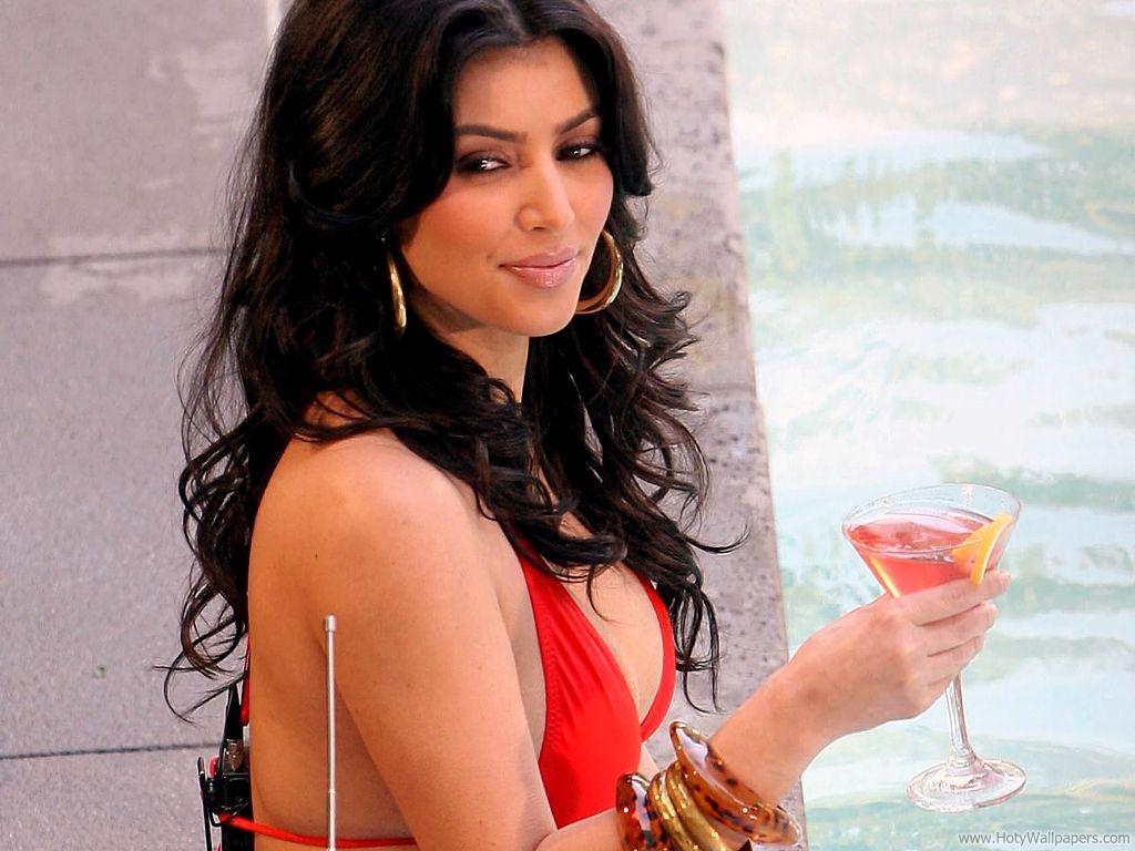 http://4.bp.blogspot.com/-dIO-xVrPUxA/TsEEQhihknI/AAAAAAAACuU/uRS4AmNik1A/s1600/kim-kardashian-hairstyles-updo.jpg