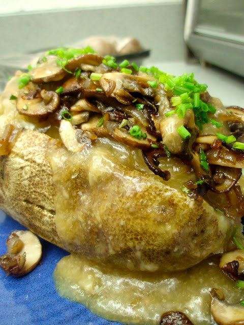 Baked Potato & Mushroom Gravy - Flora Foodie