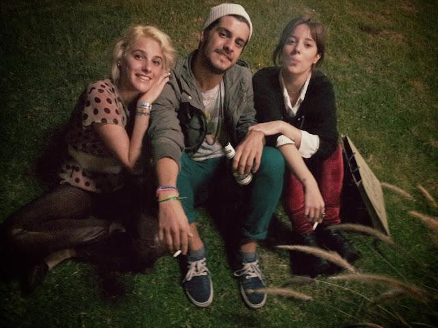 amigos-moweek-grass-boy-girls-friends-rubia-mala-martin-cedes-ludmila
