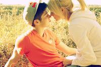 8 Cara Mencuri Perhatian Pasangan Anda.