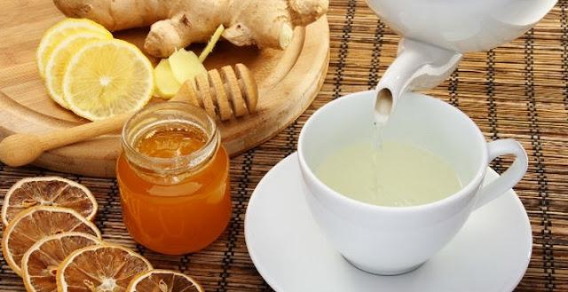 Preparar el té para aliviar el dolor de garganta