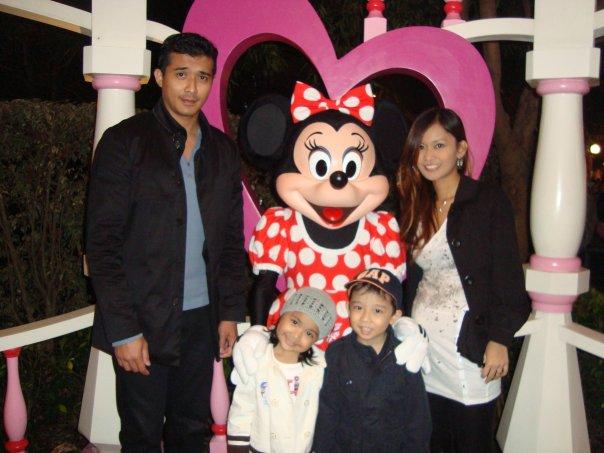 family dia bersama anak-anak masa ni anak dia 2 orang lagi now