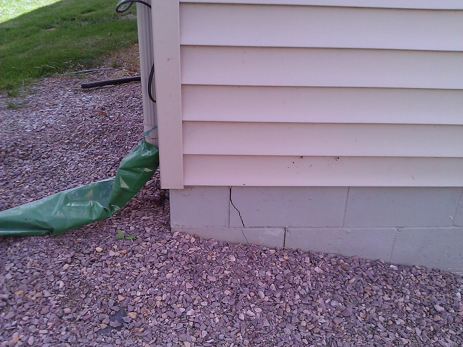 Waterproofing cracked foundations