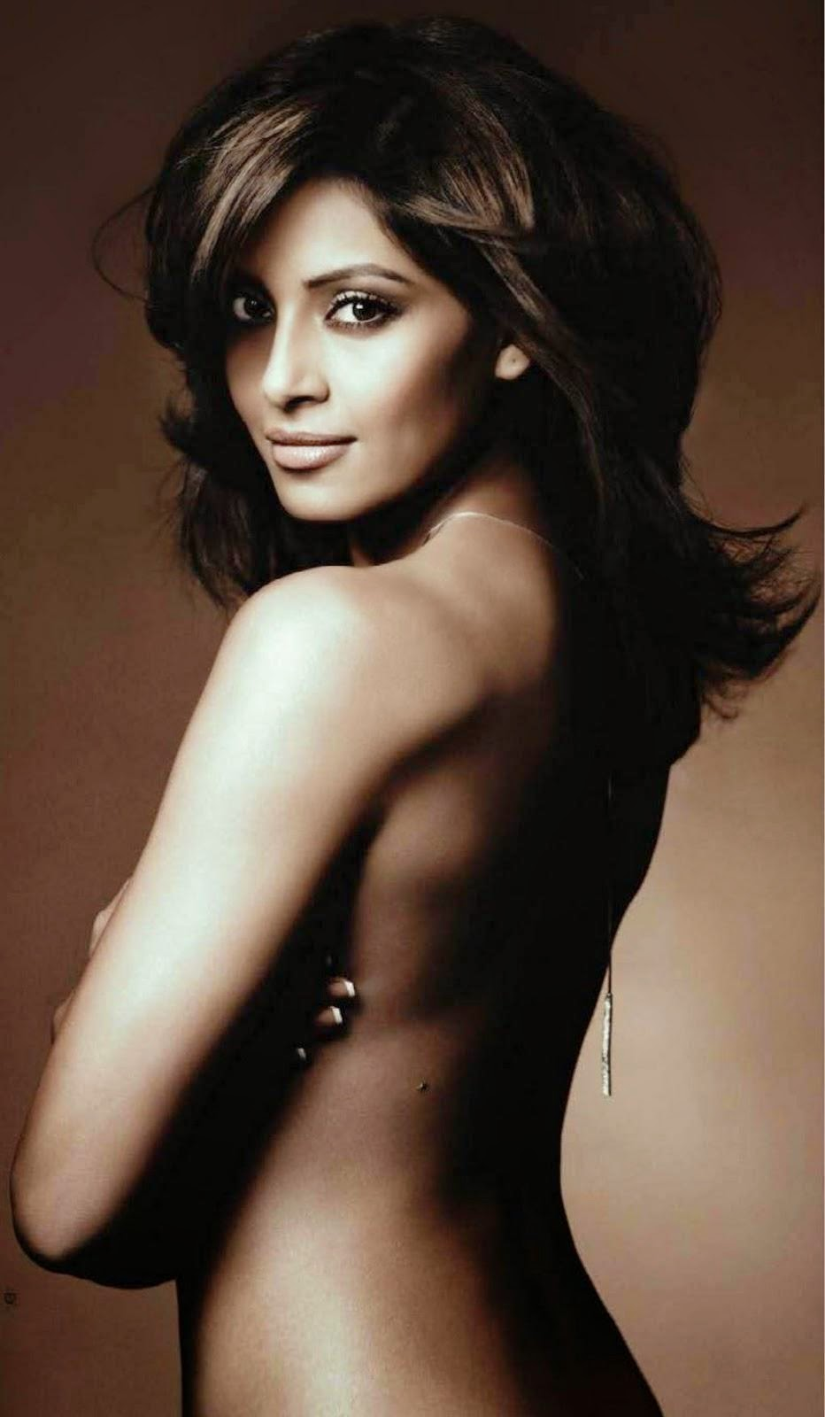 Bipasha Basu Topless Photo