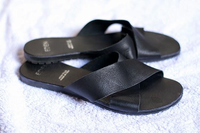 sandali fascia nera