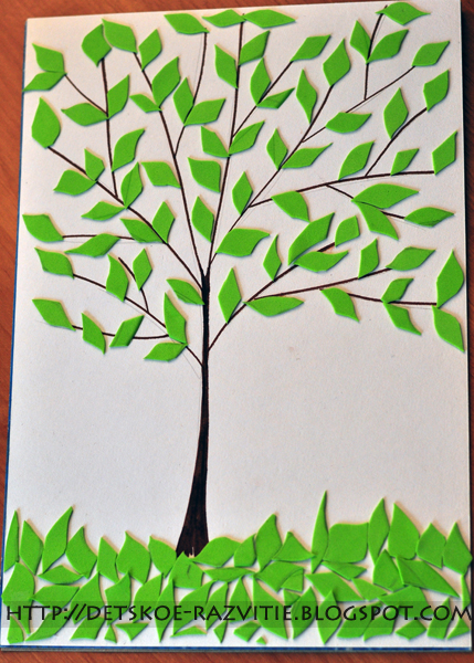 Весеннее дерево с молодыми листиками