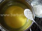 Prajitura cu vanilie preparare reteta crema - adaugam faina