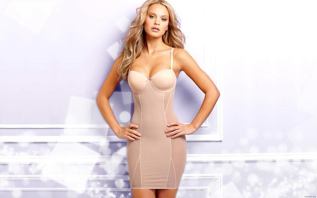 Hot Model Elisandra Tomaches