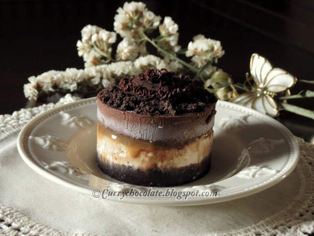 Frozen chocolate toffee and cream cake