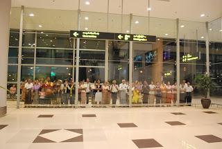 Overseas Burmese – ျပည္ပေရာက္ျမန္မာေတြ ျပည္ေတာ္ျပန္ခ်င္တိုုင္း ျပန္လိုု႔မရေသး