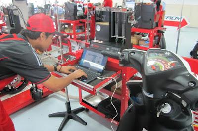 http://4.bp.blogspot.com/-dK09XFSwcUA/VkVVyAHQMqI/AAAAAAAABqk/Dgvw_JG6bN8/s400/penyetelan-sistem-motor-injeksi-dengan-komputer.jpg