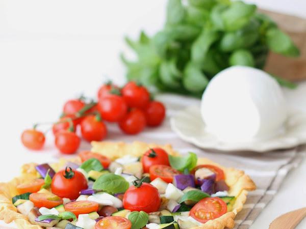 Crostata salata con verdure saltate e mozzarella di bufala Pettinicchio