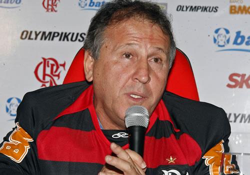 Zico com a camisa do Flamengo