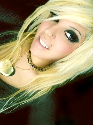 straight blonde emo hair. Long Blonde Emo Hairstyle For Emo Girls 2010 cute