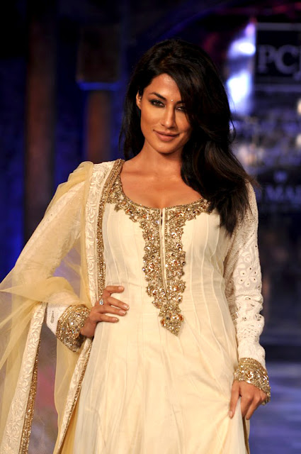 Chitrangda Singh  grace the 'Mijwan-Sonnets in Fabric' fashion show