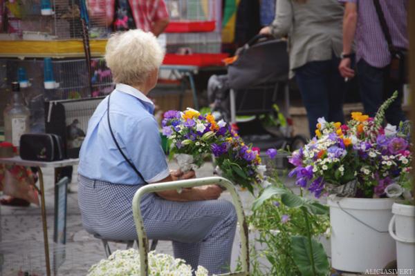 aliciasivert, alicia sivertsson, Le Nebourg, market day, marknad, marknadsdag, flowers, flower, lady,blommor, blomma, dam