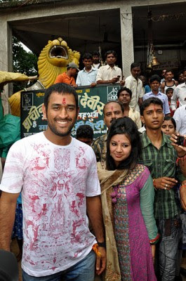 Dhoni at a temple