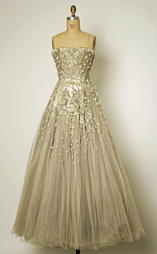 http://www.rubiascollection.com/2013/03/bridal-dress.html