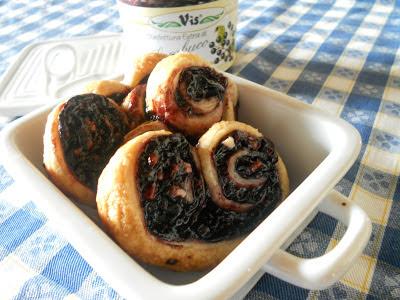 ventagli di sfoglia con confettura al sambuco - puff pastry with elderberry jam