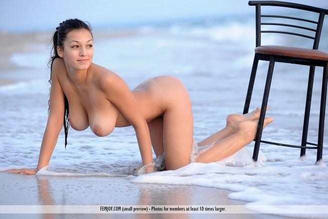 Nua Na Praia De Jun