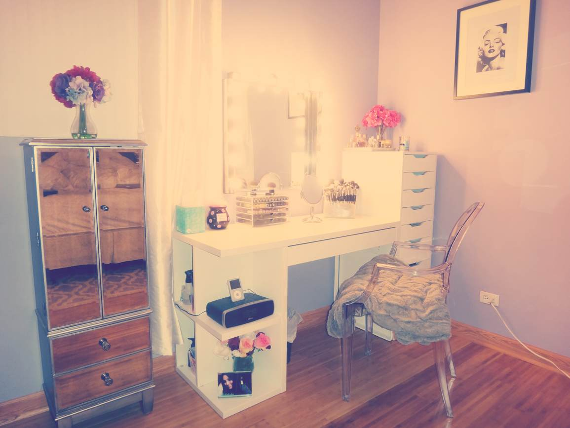 The glam vice diy hollywood vanity for Cute makeup vanity