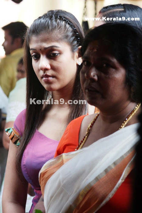 Nayantara at Chettikulangara Temple photos show stills