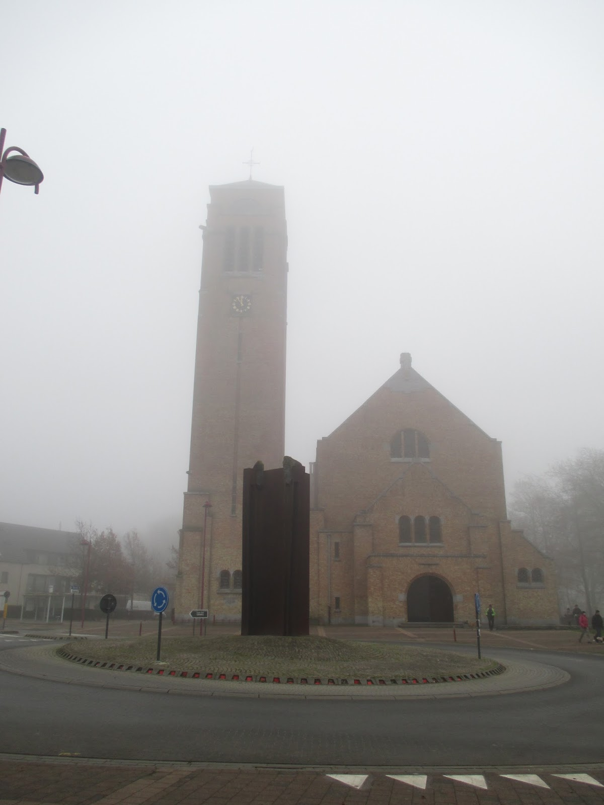 """Onze Lieve Vrouw-kerk (Zonnebeke) en """"Het Keerpunt"""""""