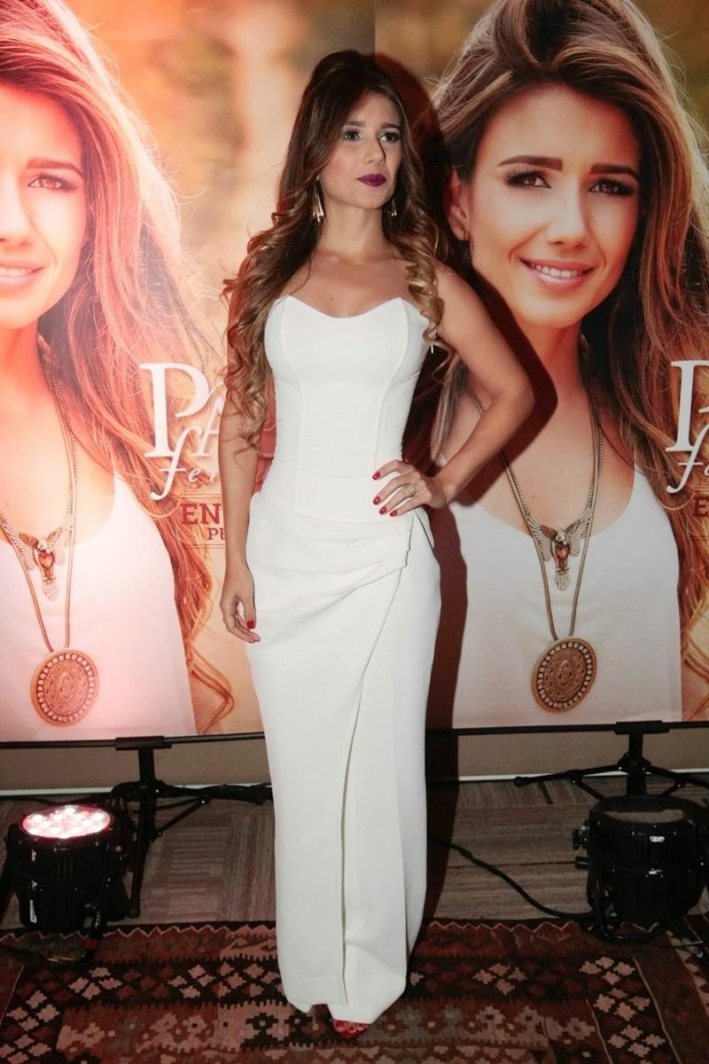 Entre as parcerias feitas para o álbum estão Shania Twain, Tim McGraw, Zezé Di Camargo, Juanes, Michel Teló, Zé Ramalho e Dominguinhos