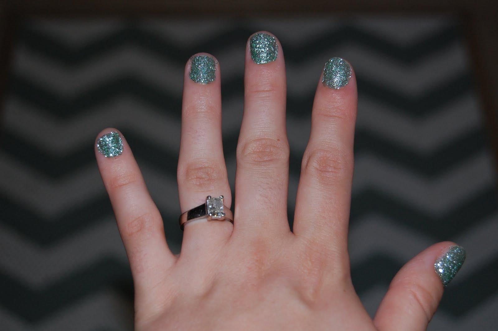Christiney\'s Crafts: DIY Glitter Nails