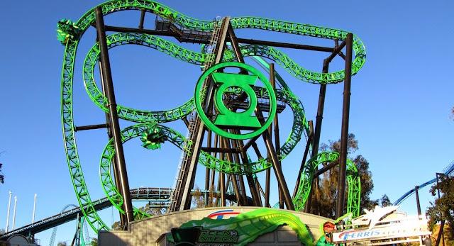 Montanha-russa no parque Six Flags