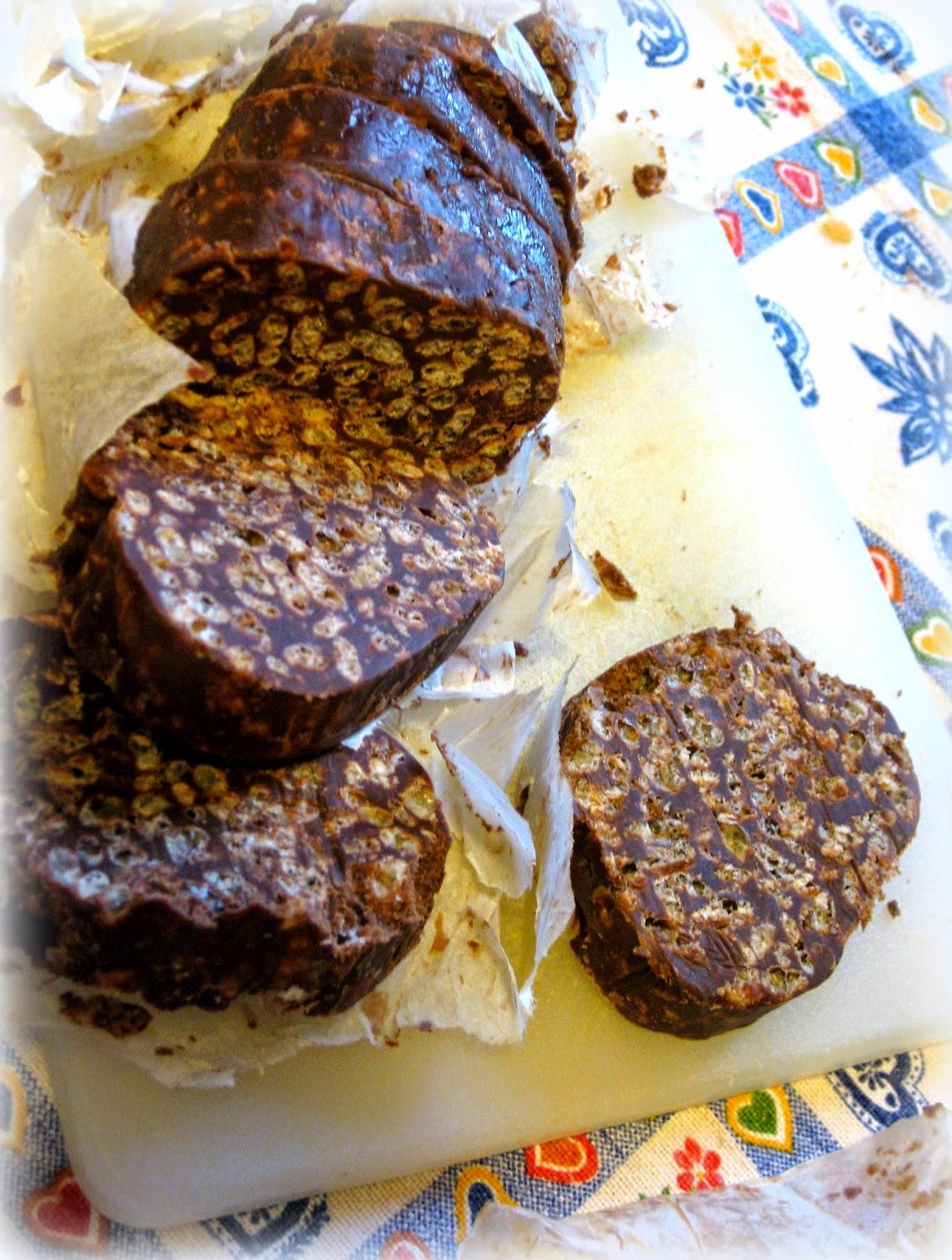 La ricetta del Salame di Cioccolato con Riso Soffiato è perfetta per gli intolleranti alle uova. Super buona e veloce da preparare.